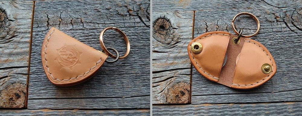 イタリアンレザーミネルバリスシオで作製したコインキーホルダー。五百円球とEdyコインが入ります。